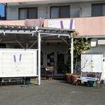 カノン - お店は県道538号線、湊塩浜線から少し入った所にあります。