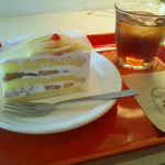 14598680 - ケーキセット:白桃のショートケーキとアイスティー