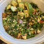 クリスプ サラダ ワークス - romaine lettuce, spinach, grilled chicken, avocado, tomato, red onion, home made croutons, mexican honey vinaigrette
