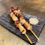 お好み焼 きじ - タコ串 甘いタレで召し上がれ