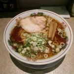 金久右衛門 - 紅醤油ラーメン細麺大盛り750円