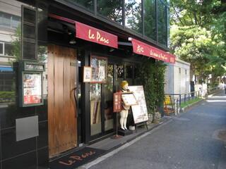 ル・パルク 恵比寿店 - お店の外観は謎の人形がよい味を出しています。