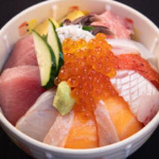 ランチの一番人気メニュー『海鮮丼』