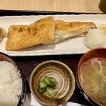 炙りの幸 - サーモンハラスの炭火焼980円