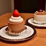 パリヤ - 料理写真:[左手前]ストロベリーチョコレート ショートケーキ│[右奥]モンブラン