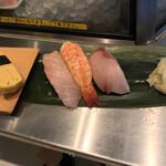 寿司 魚がし日本一 - 続いて三貫