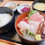 まぐろ食堂 七兵衛丸 - 料理写真:王道!活きイキ刺身定食