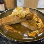 たけふく - 料理写真:カツカレーとじ丼 930円