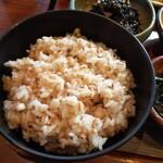 大黒屋 - 麦飯は お代わり一杯無料。