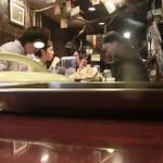 和レー屋 南船場ゴヤクラ - 3時回って雨が揚がるとこの通りのお客さん 置く2人は女性後からもう1人 激辛好きに男女関係なし