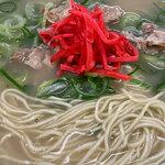 146050854 - 紅ショウガを添えてみました。ナシカタ。あっさりスープ。麺美味し!