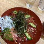宝来寿司 - かつおと釜揚げしらすの漬け丼