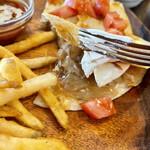 カリフォルニア スタイルキッチン - BBQポークケサディアにクリームチーズを挟む