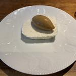 レストラン ビブ - 焦がしキャラメルアイスとトンカ豆のメレンゲアイス