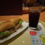 ドトールコーヒーショップ - 「ミラノサンド チキンと生ハムのアボカドソース」とアイスコーヒーS