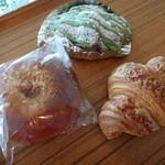 14606549 - クリームパン・抹茶と小豆のクロワッサン・クロワッサン