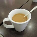 ホリーズカフェ - 何年かぶりに砂糖、ミルクもどき投入