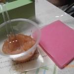 nikiniki - ピンク色のニッキ味の八つ橋の皮と桃あん。
