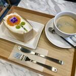 ローランズ ソーシャルアンドスムージーショップ - 花屋さんのフルーツサンド&コーヒー