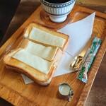 ぽえむ - チーズトースト+マンデリン