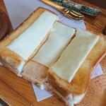 ぽえむ - チーズトースト