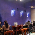 Dhaba India - 青を基調とした店内
