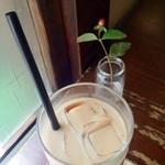 モワ カフェ - ココナッツチャイ