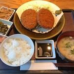 博多もつ鍋 やまや - 日替わり定食(左:ハム & 右:メンチ)