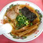 春来軒 - ラーメン(Aセット炒飯つき¥940)。昔ながらの中華そばといった風情がたまりません