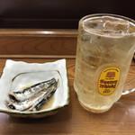 Oyaji - つきだし(鰯煮付け)とハイボールでスタート