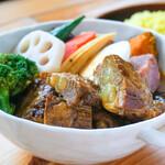スープカレー トムトムキキル - 料理写真:とろとろ~♪ぷるぷる~♪な豚バラなんこつ肉の入った「ソーキのスープカレー」