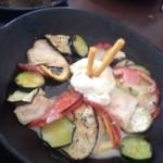 ピエールの麦餅 - カスカスの鳥肉のバーニャカウダソース