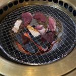 炭火焼き・ホルモン焼き 勝滝 -