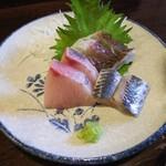 金町製麺 - 刺身盛(イワシの酢〆、ブリ、イサキ)