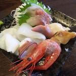 金町製麺 - 刺身盛(烏賊、水タコ、甘えび、ホッキ貝、真鯛など)
