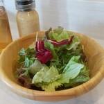 イタリアン食堂coraggio - サラダは自家製ドレッシングで。セットドリンクはアイスティーのみです。