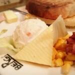 146131338 - チーズ、ポテサラ、コーン