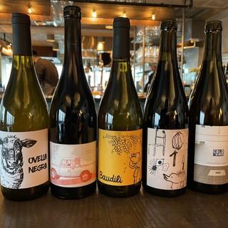 自然派ワインを中心に種類豊富な厳選ワイン