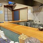 鮮魚鶏出汁麺 沢むら - 元寿司屋さんらしいカウンター