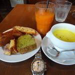 ブラッスリー・トゥース トゥース - 食べ放題のパン+冷たいコーンクリームスープ+フリードリングの野菜ジュース