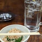 豊田屋 - 酎ハイ続行で、ふんわり鰹節が嬉しいニラのお浸し