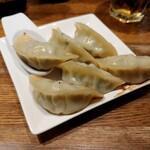 百々福 - 肉汁たっぷり蒸し焼き餃子