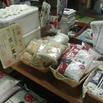 曽根商店 - 米粒麦なんて珍しいのも売っていました 身体に良さそう