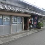 曽根商店 - 近くに神社があったり昔ながらの町並みにとけこんだ曽根商店さん 餅赤飯も加工してくれます