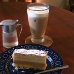 14616081 - アイスカフェオレ・くるみとキャラメルケーキ(セット750円)