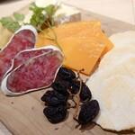YAKINIKU BISTRO 石鎚 - チーズ王国HISADAチーズ盛り合わせ