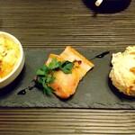 ビストロ村一番 - 三種盛り¥500    左からサツマイモとアボカドのグラタン   自家製ベーコン   オリジナルポテトサラダ
