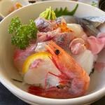 まると水産 - 料理写真:おまかせ丼 1650円。