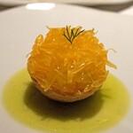 レフェルヴェソンス - はっさくと山羊のチーズのダックワーズ 無農薬蜂蜜 ブラッドオレンジとディル