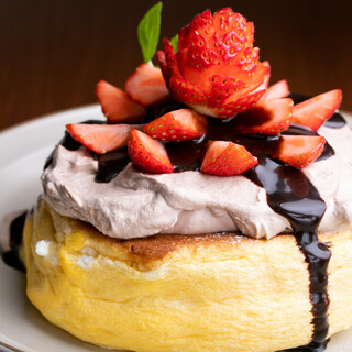 お店の魅力は何といっても看板メニューのスフレパンケーキ♡